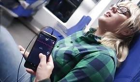 Ma władze nad jej cipką w pociągu