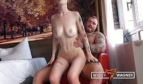 Seks z poderwaną emo brunetki