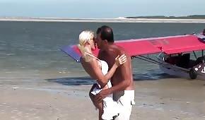 Wakacyjny seks z retro blondi