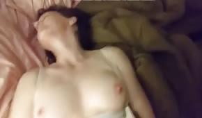 Naturalne ciałko amatorki ruchanej w sypialni