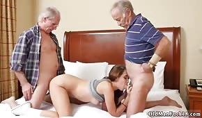 Ze starcami w trójkącie