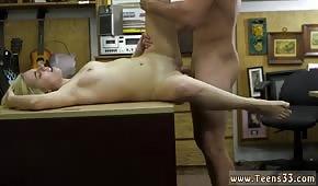 Numerek na biurku z blond Rosjanką