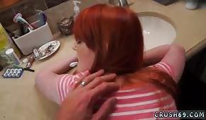 Seks w łazience z rudą niewiastą