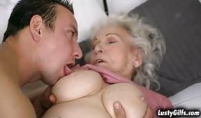 Wycałował pipkę uległej babuni