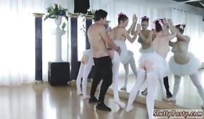 Wydymał trzy baletnice przed lustrem