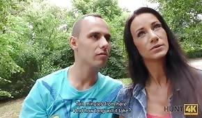 Publiczny seks ze śliczną brunetką