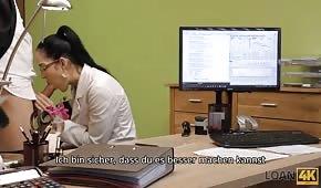 Szybki seks podczas rozmowy o pracy