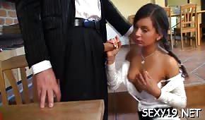 Okularnik wylizał pipkę seksownej brunetki
