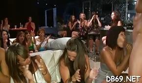 Publiczne ostro ruchanie w barze?
