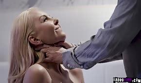 Porządny seks z blondyną przed lustrem
