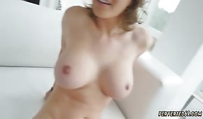 Ruda Krissy Lynn ma znakomite krągłości