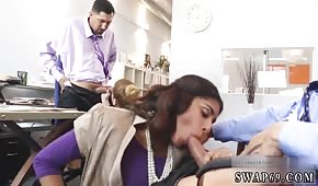 Grupowy seks w biurze z Arabką